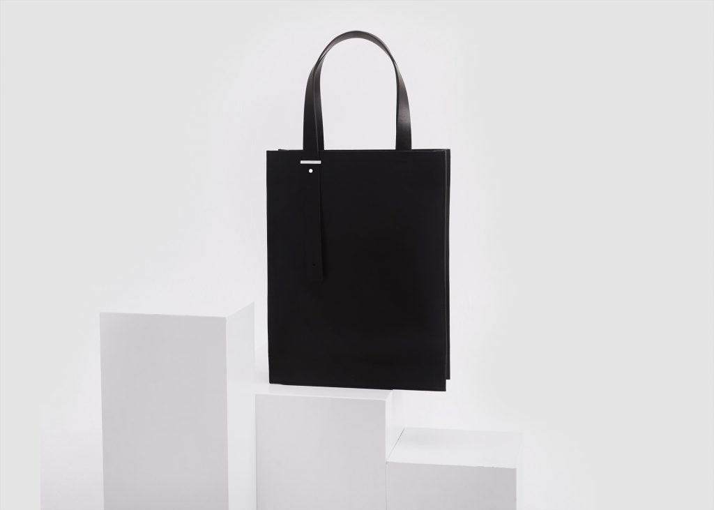 DA04 Tote M - Black