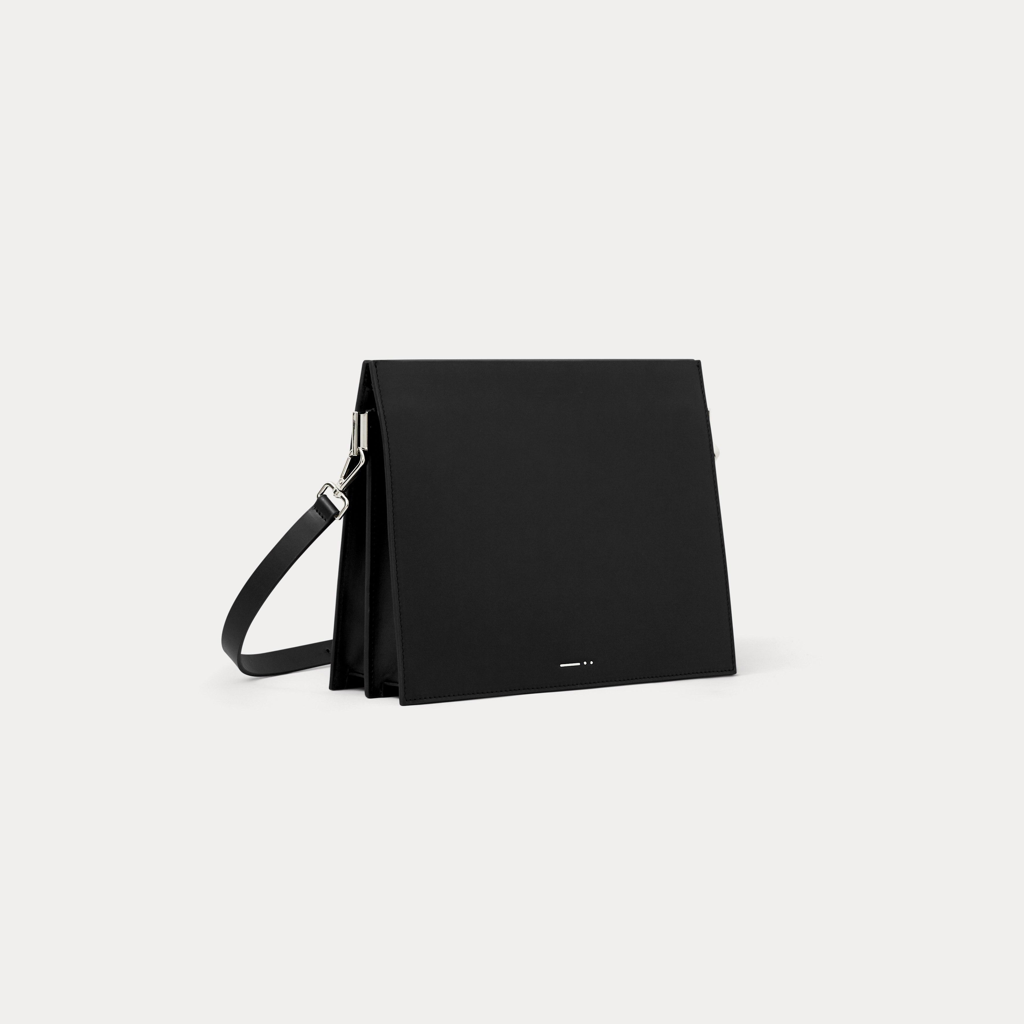 กระเป๋าสะพายหนัง dash. สีดำ DA06